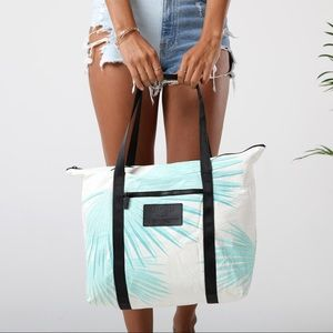 NWT Tropical Fan Palms Tote ALOHA Collection